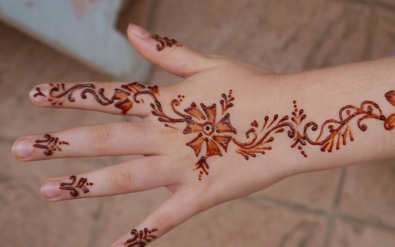 Professional Henna Tattoo Artist for Booking