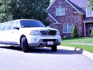Ludgwigs Limousine Limousine Service In Essex County MA