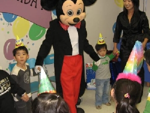 Parties for Peanuts costume character entertainers in Bergen County NJ
