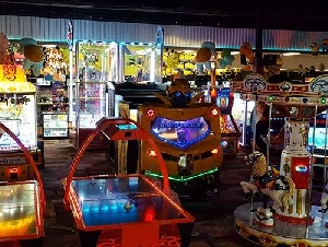 University Bowl Arcade Party Places in Bexar County Texas
